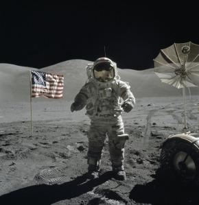 Последният човек, стъпил на Луната, е командир Юджийн Сернан.