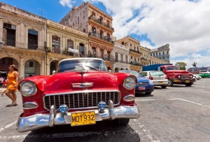 old-chevrolet-in-front-of-colorful-buildings-in-havana-cuba-1600x1087