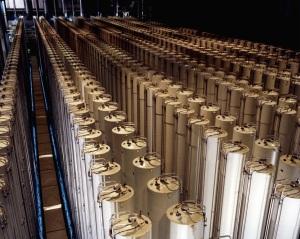 wikipedia_commons_6_69_Gas_centrifuge_cascade
