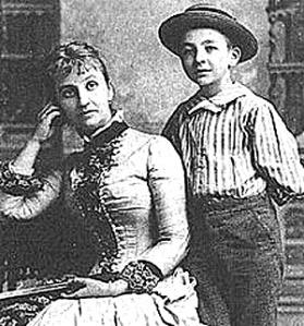 Варвара_Мак-Гахан със сина си