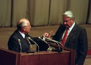 Russian President Boris Yeltsin (R) gest