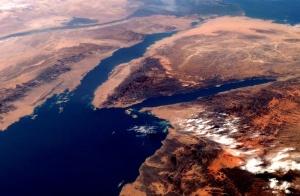 Gulf_of_Suez_from_orbit_2007