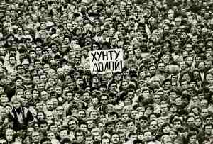People rally in support of Soviet President Mikhail Gorbachev and against the State Committee on the State of Emergency in Leningrad