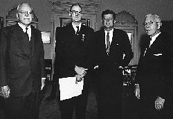 Алън Дълес и Кенеди