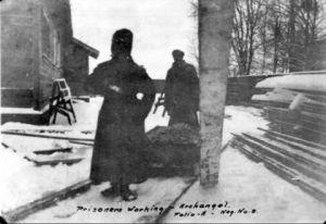 Затворник-червеноармеец по време на работа, Архангелск