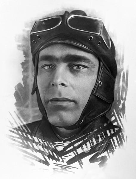 Леонид Брежнев в шлеме, 1935 год