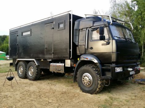 an_impressive_motorhome_that_combines_luxury_and_necessity_640_02
