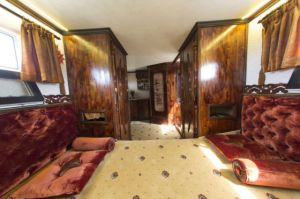 an_impressive_motorhome_that_combines_luxury_and_necessity_640_21