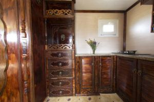 an_impressive_motorhome_that_combines_luxury_and_necessity_640_23