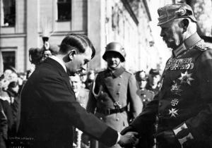 Хитлер Хинденбург Bundesarchiv_Bild_183-S38324,_Tag_von_Potsdam,_Adolf_Hitler,_Paul_v._Hindenburg