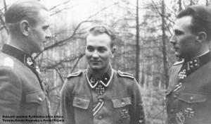 Estonští nositelé Rytířského kříže Alfons Rebane, Harald  Nugiseks a Harald Riipalu