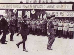 1945_Regele-Mihai-trece-in-revista-soldatii-din-Divizia-Tudor-Vladimirescu-la-infiintarea-Aparatului-Educativ-in-armata