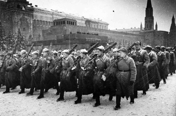 Russian military parade, the machine gunners