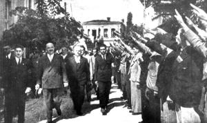 Българското правителство се приветства с фашистки поздрав