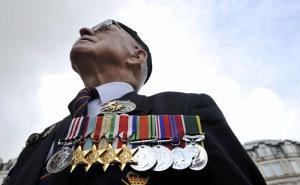 ARA14 LONDRES (REINO UNIDO) 7/9/2010.- El veterano de guerra, Wally Harris, asiste a un acto para conmemorar a todos los que participaron en la Batalla de Gran Bretaña, en la catedral de San Pablo de Londres, Reino Unido, hoy, martes 07 de septiembre de 2010.EFE/ANDY RAIN