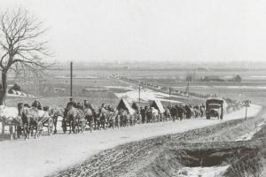 Сътрудници на нацистите бягат от Галиция за Германия, 1944 г.