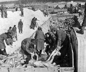 Зверства фашисти немски жени сътруднички от СС тела Берген Белзен_orig