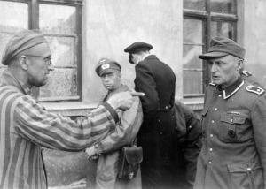 Зверства фашисти руснак срещу охрана на концлагер orig