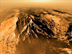 Титан - твърда ледена обвивка