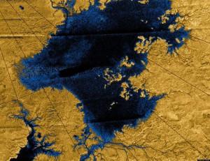 Титан, езера