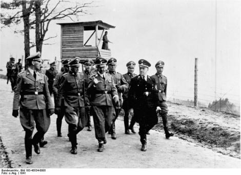1385152518-bundesarchiv_bild_183-45534-0005_kz_mauthausen_besuch_heinrich_himmler_franz_ziereis_1