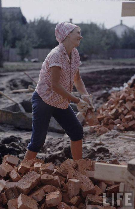 Комсомолски труд