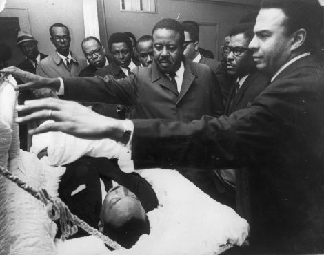 American civil rights leader Dr Martin Luther King Jr. (1929 - 1968) lying in state in Memphis, Tennessee, as his colleagues pay their respects to him (right to left); Andrew Young, Bernard Lee and Reverend Ralph Abernathy (1926 - 1990).  (Photo by Keystone/Getty Images)