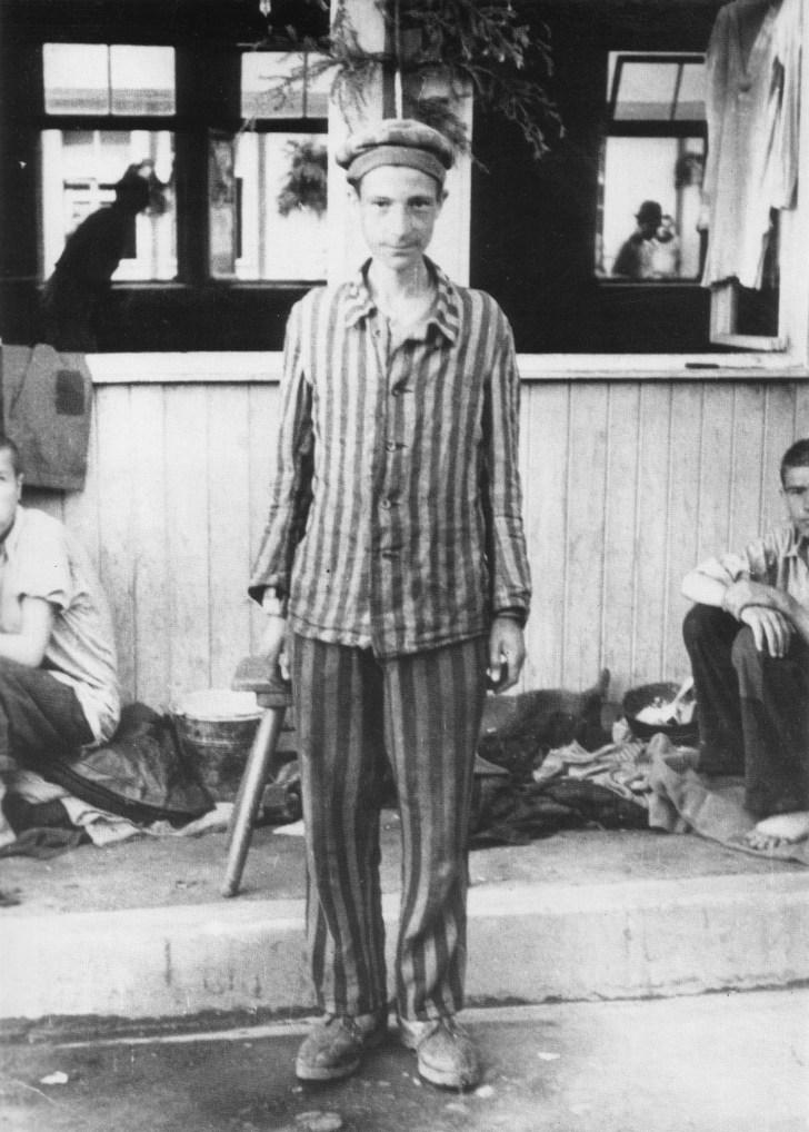 Jeune dйtenu libйrй de Mauthausen, mai 1945 coll. Amicale de Muthausen