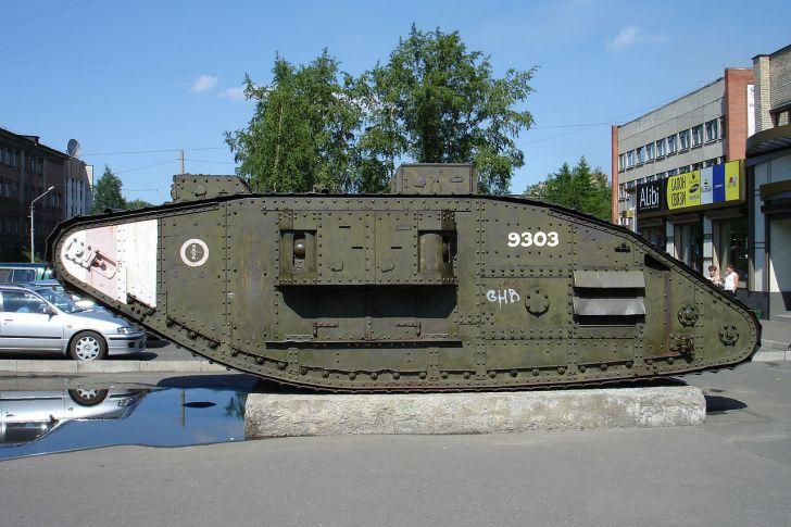 Британски танк пленен от Червената армия през 1918 г.