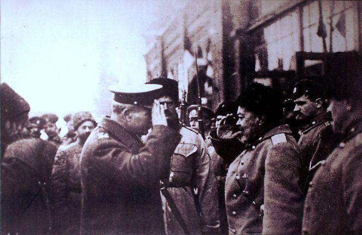 Белият генерал Деникин рапортува пред английския генерал Пул, 1918 г.