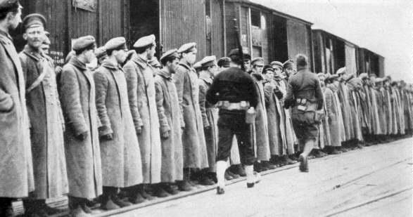 Американци охраняват червеноармейци, 1918 г.