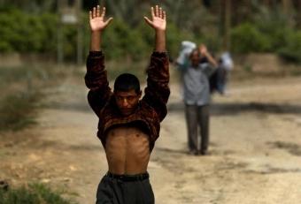 Бойци от Ислямска държава се предават на Сирийската правителствена армия