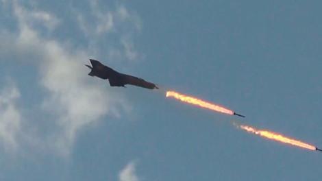 Су-24 бомбардира позициите на ислямистите