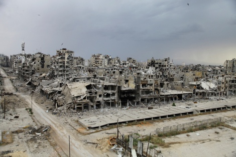 Destroyed buildings are pictured, after the cessation of fighting between rebels and forces loyal to Syria's President Bashar al-Assad, in Homs city, May 10, 2014. Picture taken May 10, 2014. REUTERS/Ghassan Najjar (SYRIA - Tags: CIVIL UNREST CONFLICT) - RTR3ON0N